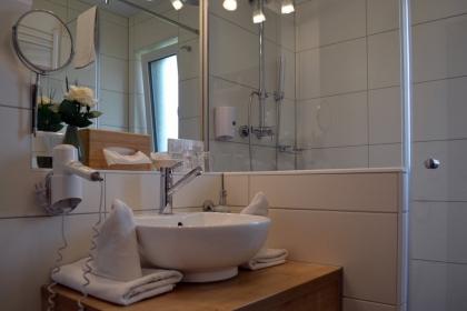 Doppelzimmer & Komfortdoppelzimmer Dusche